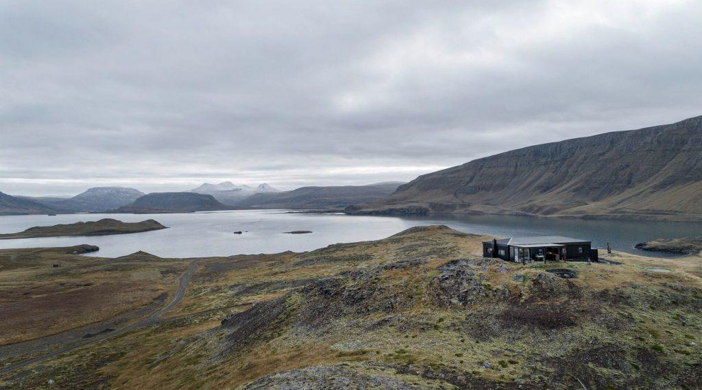 luxury hilltop lodge near Reykjavik in Iceland for wedding venue3